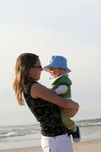 836412_woman_and_baby_on_the_beach_4.jpg