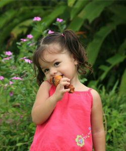 child_eating.jpg