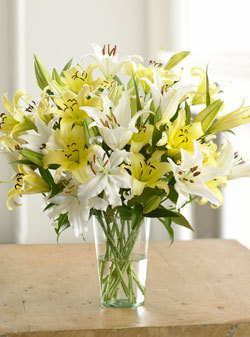 yelloween-white-lily-bouquet.jpg