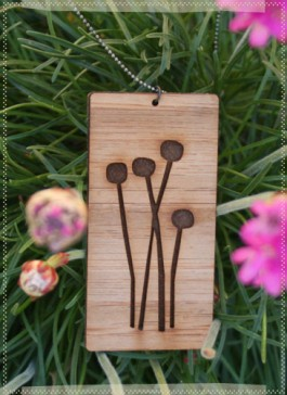 rosehip_neckalce_flowers