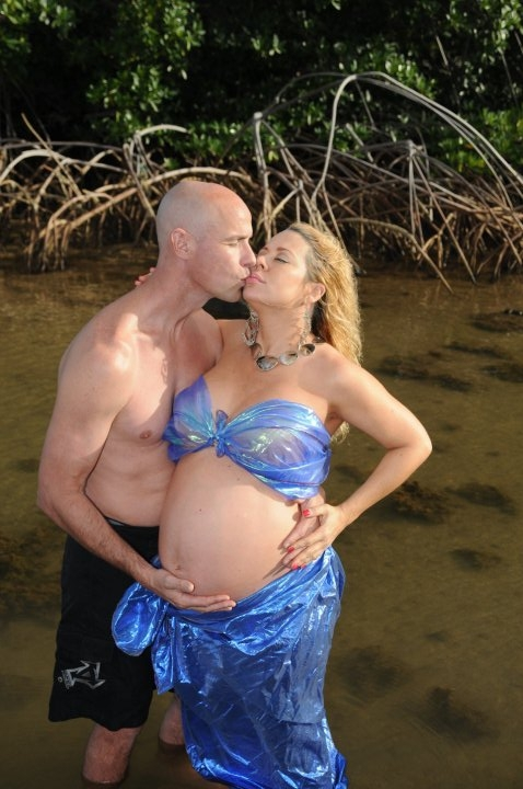 Awkward pregnancy photos. WHY???